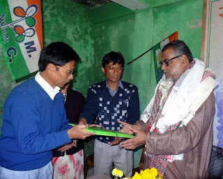West Bengal Agriculture Minister Purnendu Bose visited mungpoo cinchona plantation