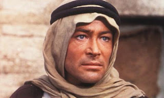 Lawrence in native garb Lawrence of Arabia 1962 movieloversreviews.blogspot.comt