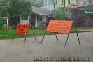 jalan ditutup, banjir melimpah