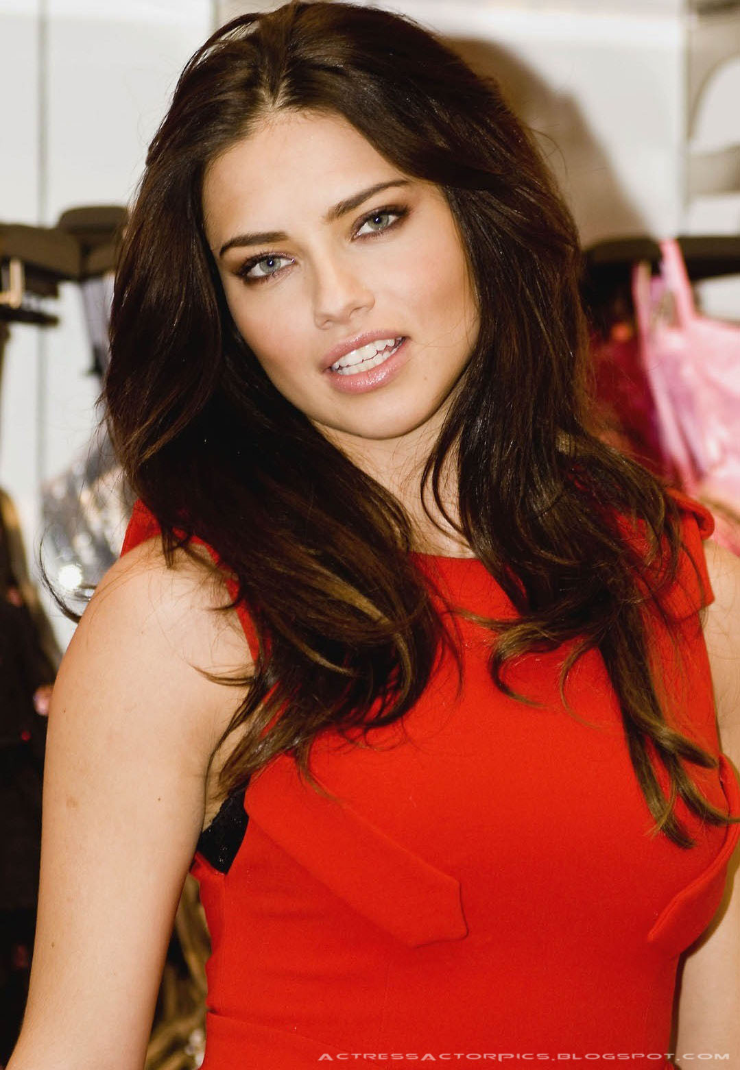 http://4.bp.blogspot.com/-i1ghzfxbDEc/T6-HqdwOiVI/AAAAAAAADbg/jj589quZej0/s1600/Adriana+Lima+Hot+Pictures-a4.jpg