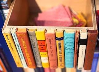 http://123manualidades.com/decorar-cajonera-con-libros/2702/