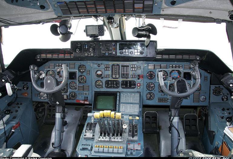 Jet airlines antonov an 225 mriya cockpit for Interieur airbus a340 600