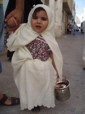 la-plus petite tunisienne qui porte le sefssari