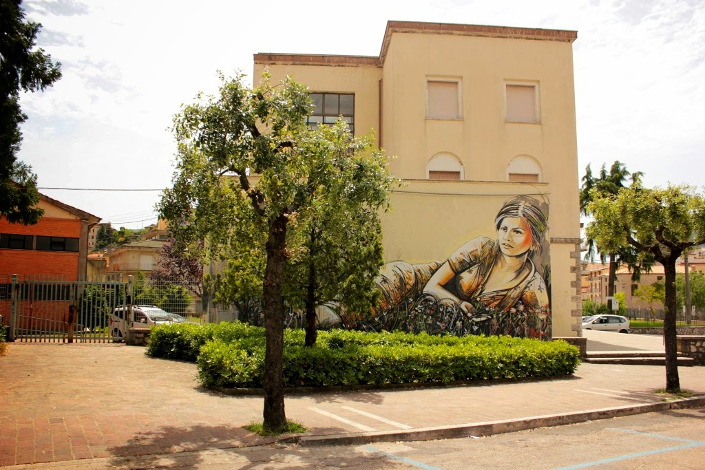 Alice Pasquini just finished her new wall on the streets of Itri, Italy for the always excellent Memorie Urbane Festival.