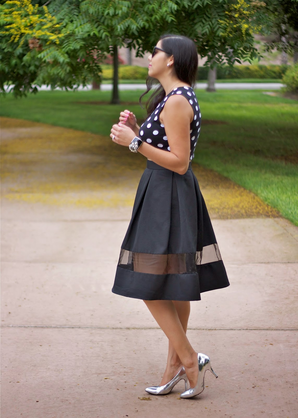 how to wear a crop top and a midi skirt, how to wear a crop with a midi skirt, blogger shows you how to wear a crop and midi, polka dots elegantly, how to wear polka dots in an elegant way