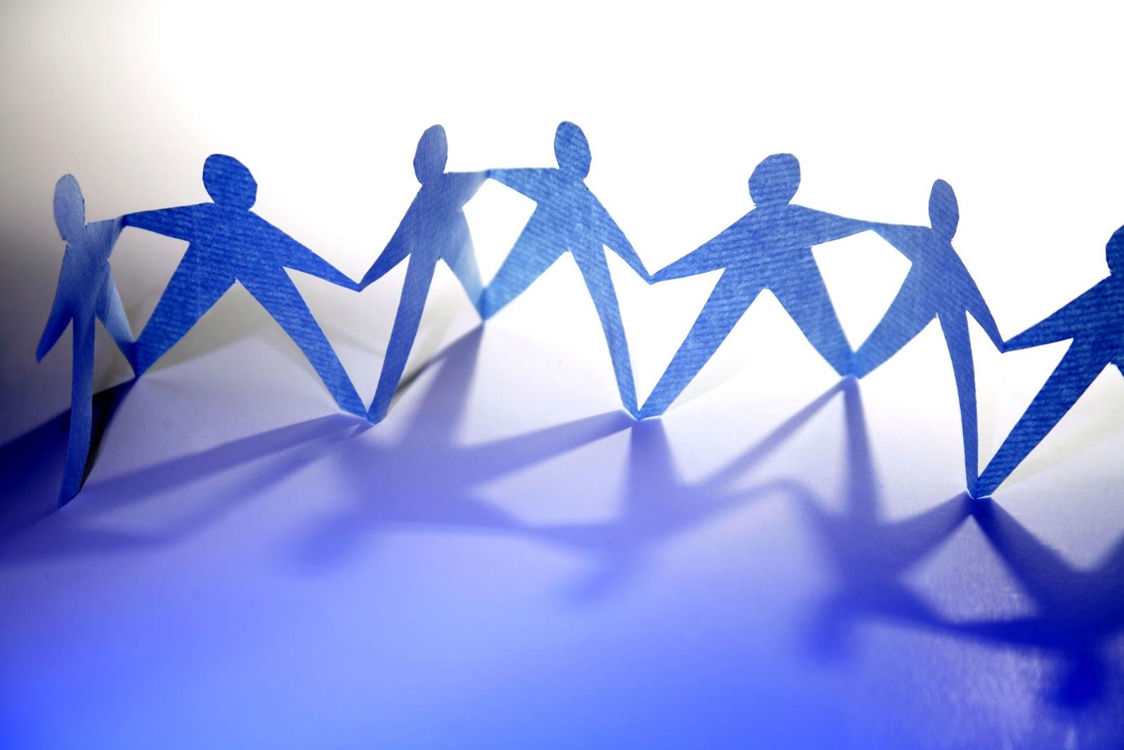 http://4.bp.blogspot.com/-i2LlR4ktWAY/T0qk7qXIumI/AAAAAAAAA-I/Bd_fCTUquj8/s1600/paper-dolls-holding-hands.jpg