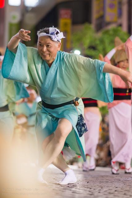 三鷹阿波踊り 江戸 とんび連の男踊り