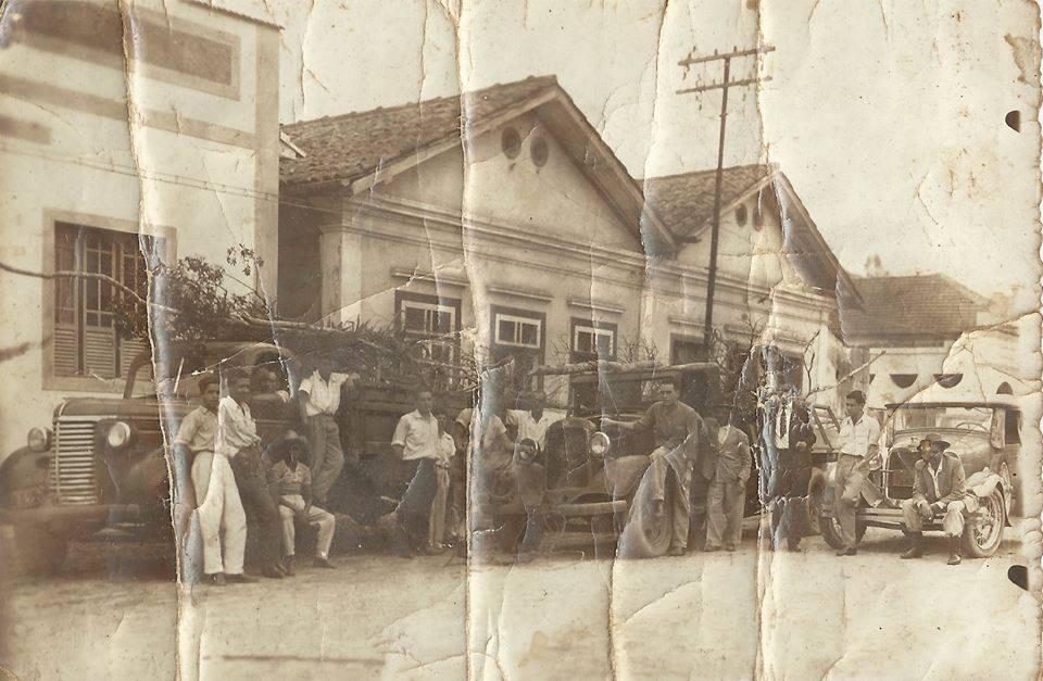 Caminhoneiros reunidos a Rua Sena Madureira (Pontilhão) em Barbacena MG