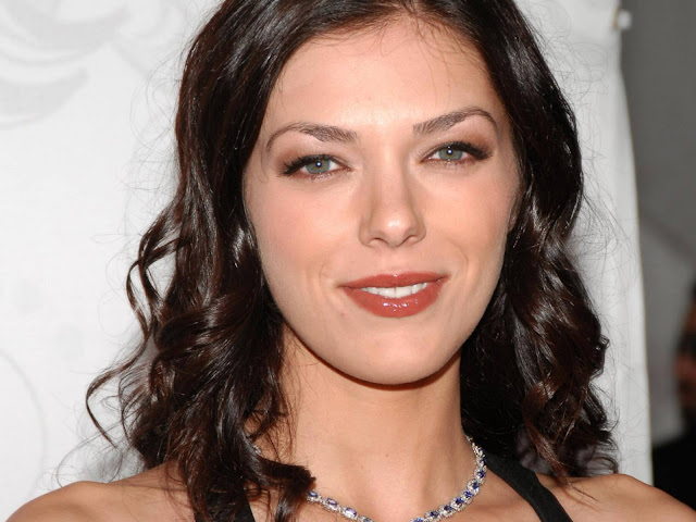 Adrianne Curry Biogaphy and Photos Gallery 2011