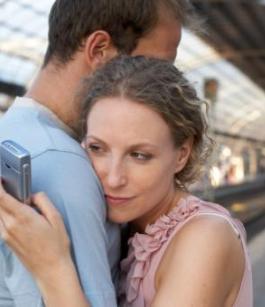 هل ماضى المرأة وعلاقاتها السابقة يهدد مستقبلها مه الشريك الحالى - امرأة خائنة تخون الرجل حبيبها - woman cheat on man