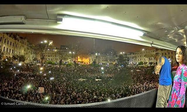 Calle 13 en Lima, ofreció un concierto gratuito e improvisado en la Plaza San martín