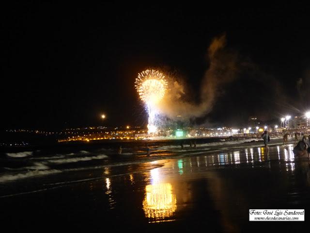 fotos y vídeo fuegos noche san juan 2015 playa Las Canteras