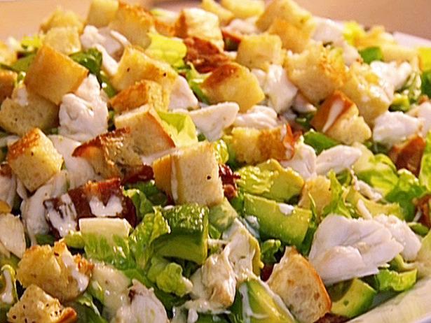 Приготовить салаты цезарь и греческий
