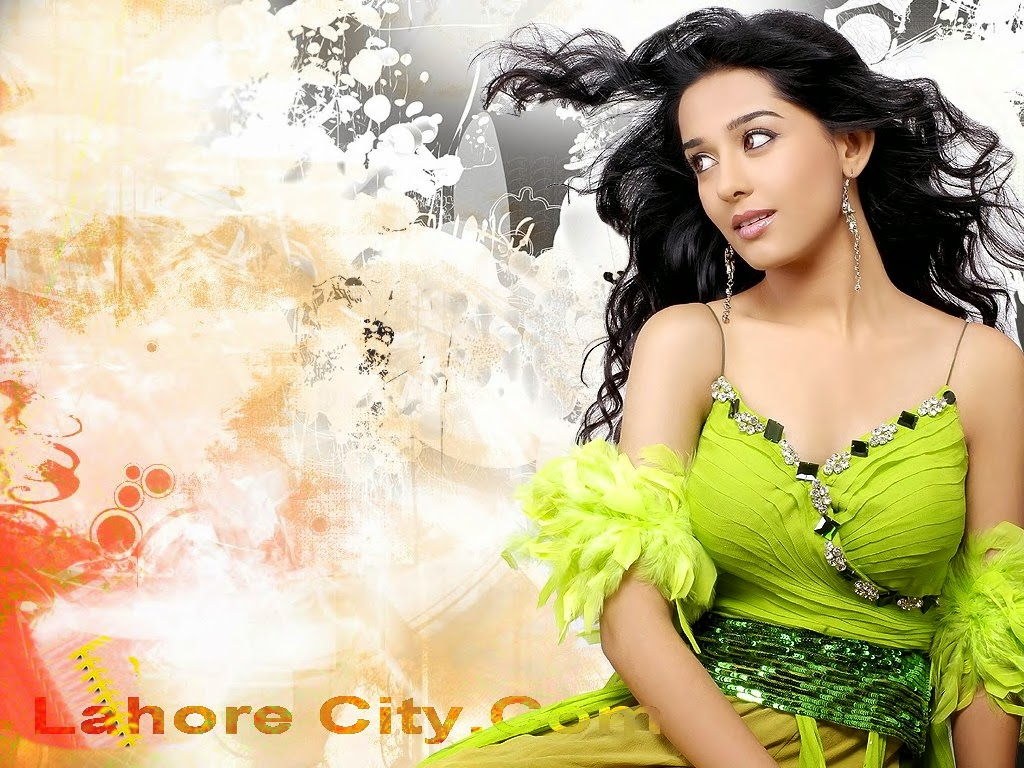 Wallpaper cantik Amrita Rao