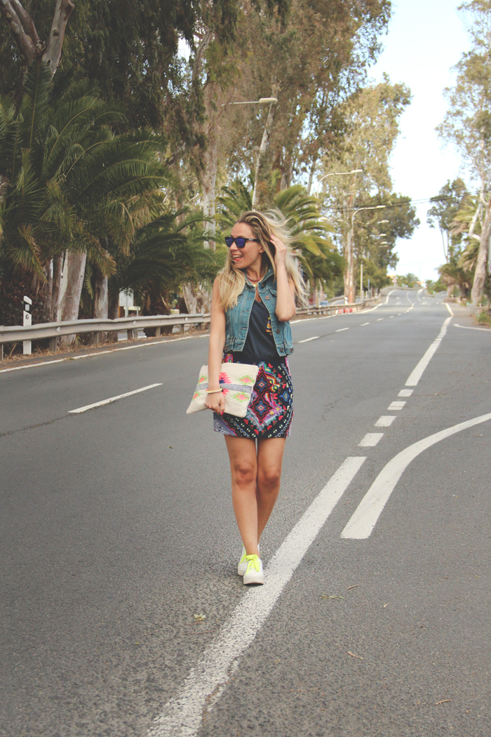 teenvogue, MY SHOWROOM, Priscila Betancort, Carlos Toun, gran canaria, tendencia azteca, aztec, outfit, look, forever21, Oakley frogskins, Zara, LEFTIES, rocket dog, sneakers,