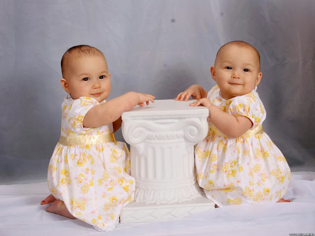 cute twins baby girls Wallpaper