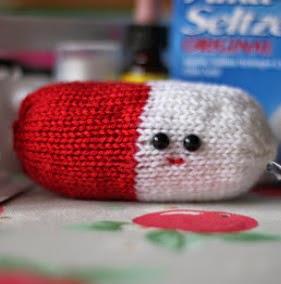 http://translate.googleusercontent.com/translate_c?depth=1&hl=es&rurl=translate.google.es&sl=en&tl=es&u=http://knittingpony.blogspot.com.es/2011/05/chill-pill-free-knitting-pattern.html&usg=ALkJrhjaeMHlnaivh8PKlrZVKZteR2R75g