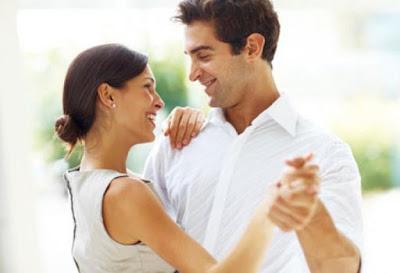 كيف تعرف ان فتاة او امرأة تحبك ومعجبة بيك ؟!