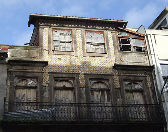old building derelict porto portugal guide