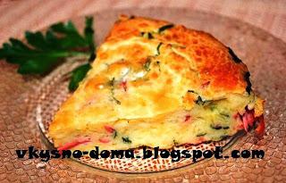 Простой пирог-пицца с ветчиной, сыром и зеленью