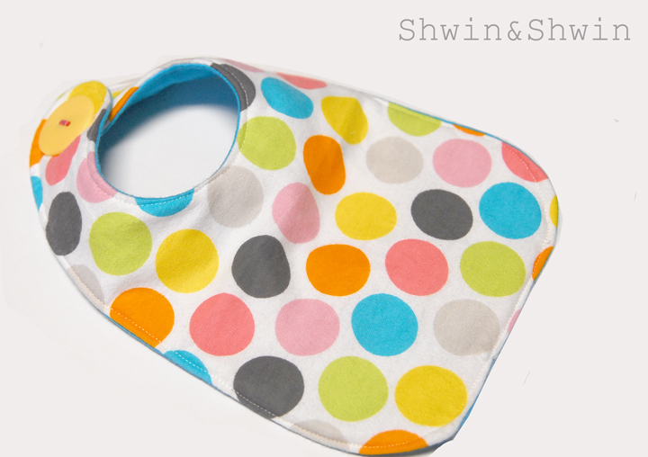 Free Patterns For Quilted Baby Bibs : Baby Bibs {Free Pattern} - Shwin and Shwin