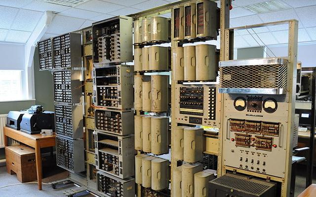 WITCH computer أقدم كمبيوتر في العالم الساحرة