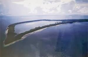 Danau kakaban di Pulau Kakaban di Kepulauan Derawan, Kalimantan Timur.