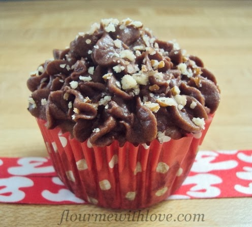 chunky monkey cupcakes, banana, chocolate, walnuts