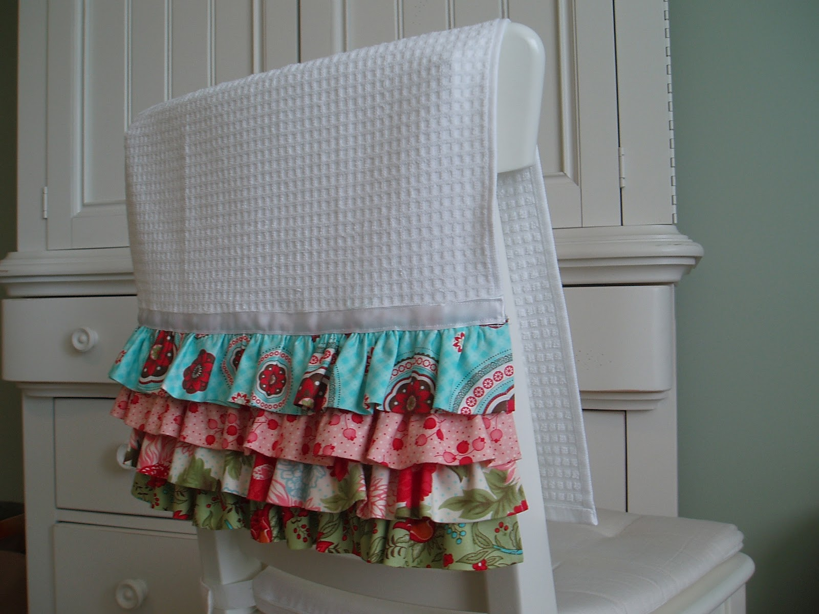 Craft Room Confidential: Ruffled Kitchen Towel
