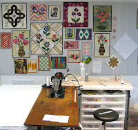 DIY hanging wall hangings in the studio of the covered boards