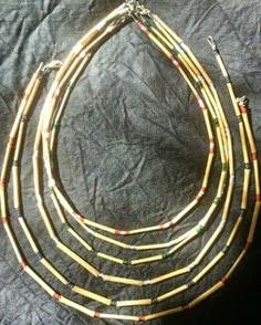 http://www.manualidadesinfantiles.org/collares-con-bambu