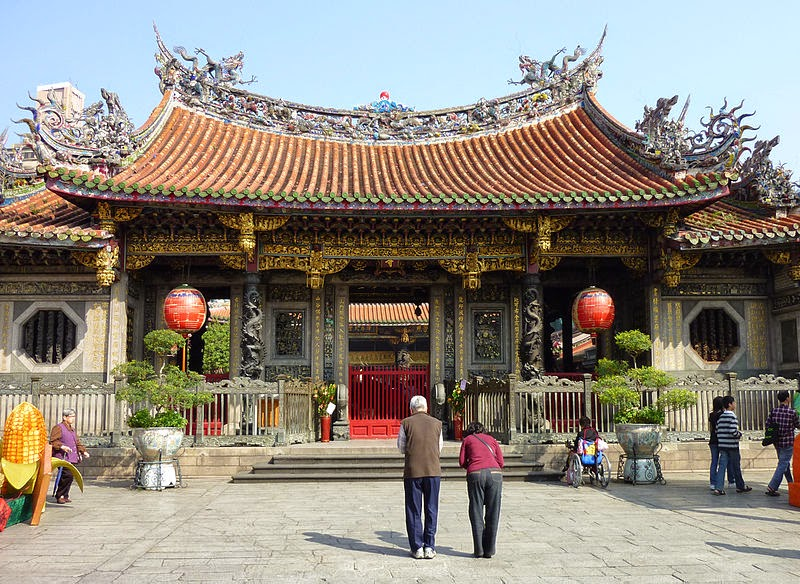 hotels near longshan temple