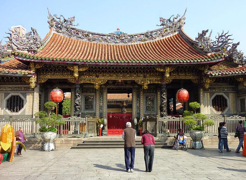 hotels near longshan temple