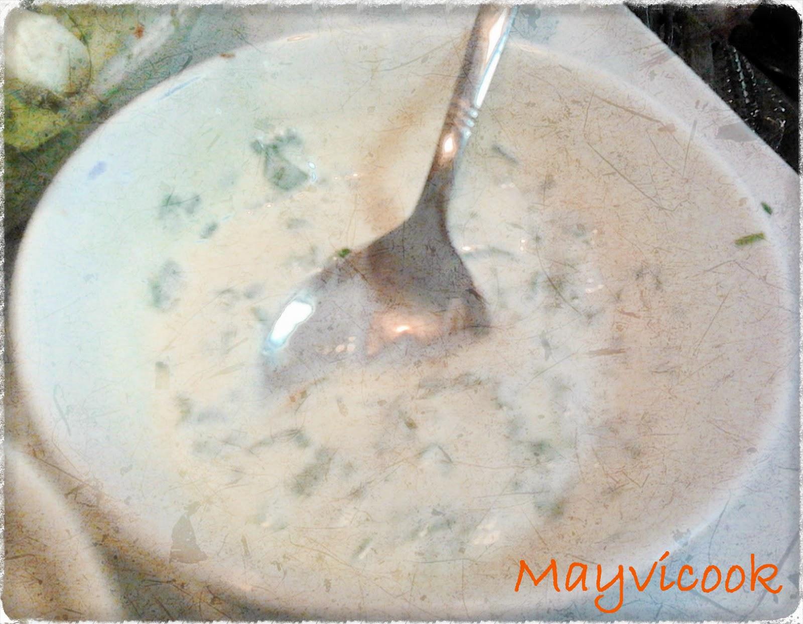 Ensalada De Pavo Y Queso De Cabra Con Vinagreta De Miel Y Salsa De Yogur