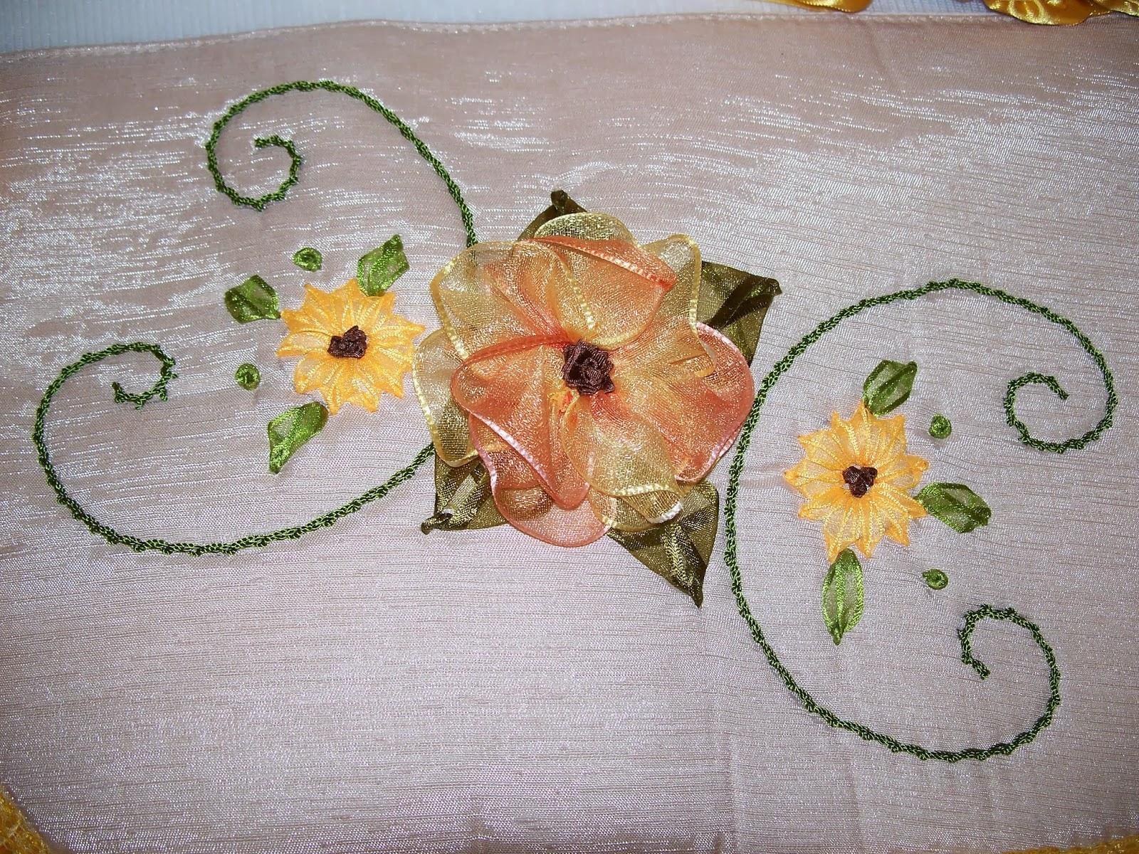 Juegos De Baño Liston: flores con pinceladas de colores: Juegos de baño bordados en listón