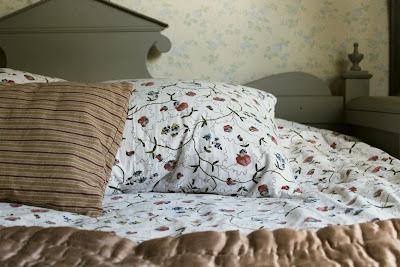 Påslakan, örngott, luktärt, sänggavel