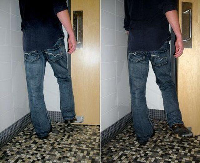 Sugestão para portas de banheiros públicos