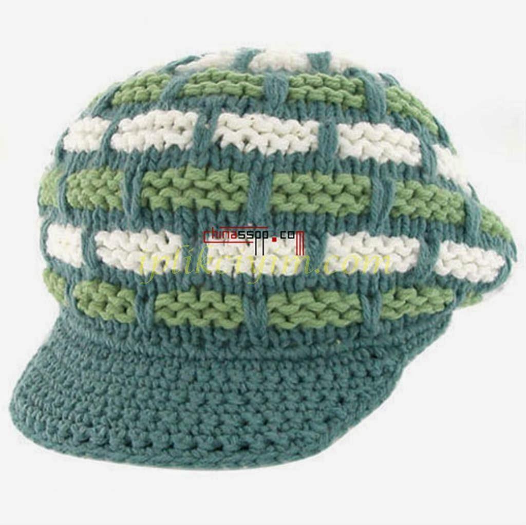 Tığ işi anne ve kız için takım halinde örülmüş kasket modeli şapkalar