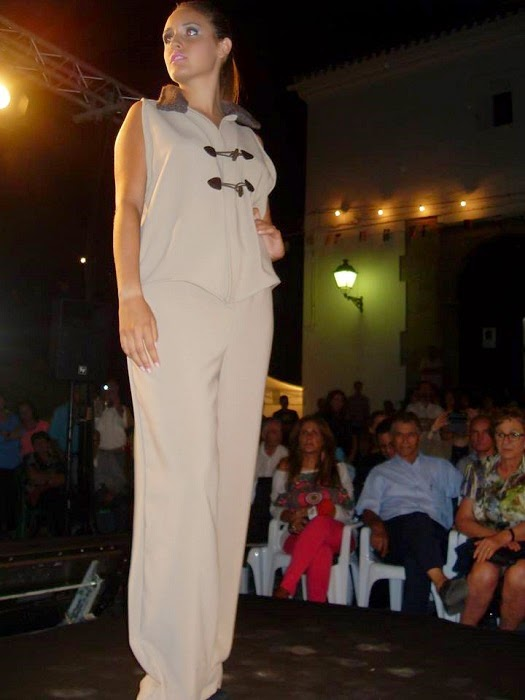 traje pantalon color crema