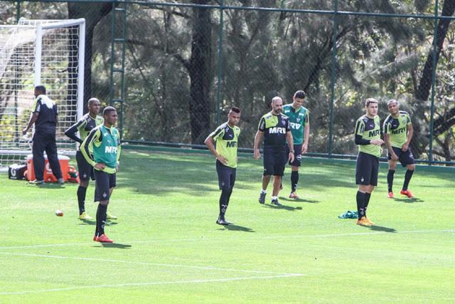 Reservas treinam no campo durante reapresentação do elenco; ataque segue em aberto (Foto: Bruno Cantini/Atlético-MG)