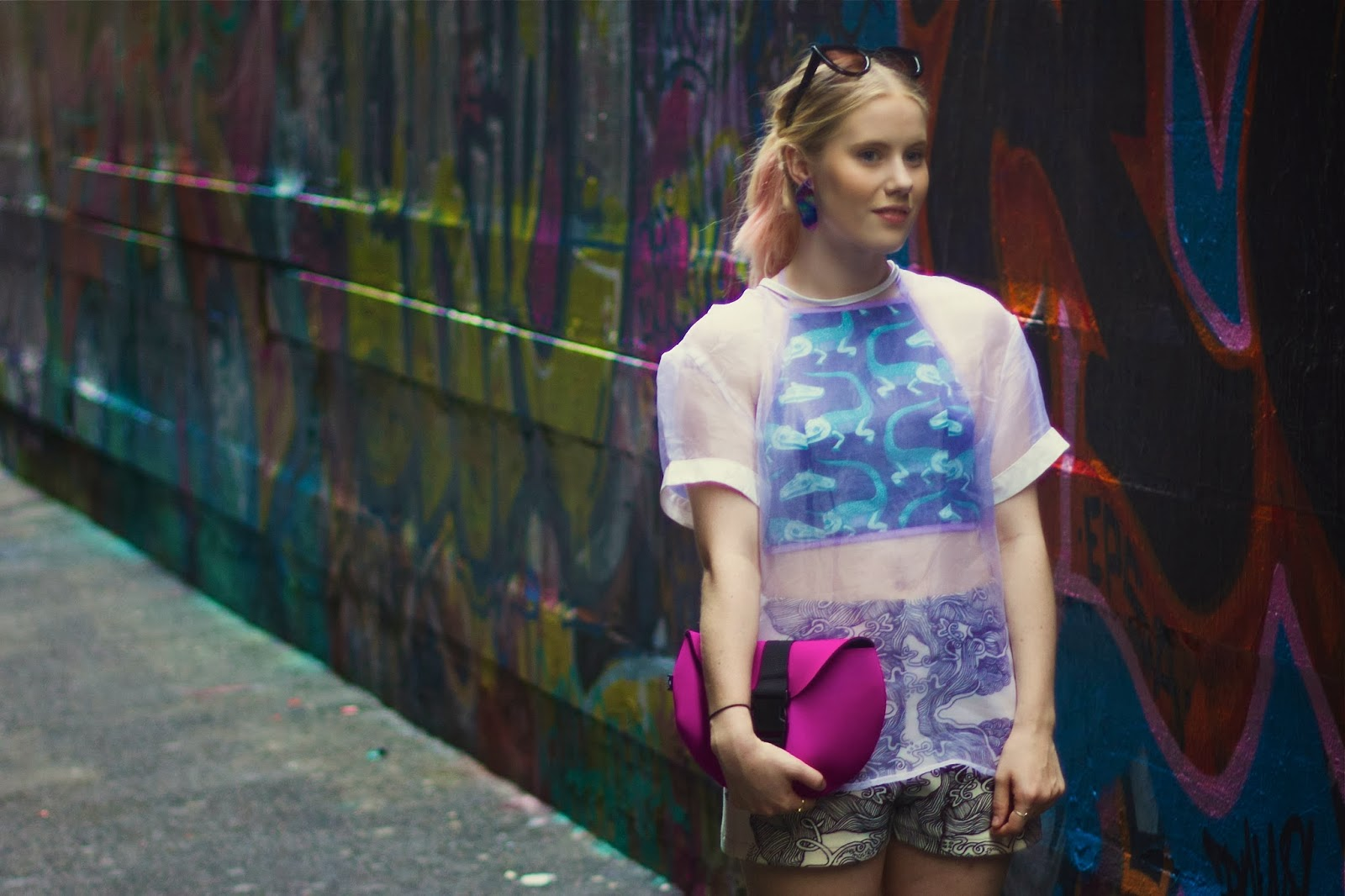 outsideiscolours, outside is colours, pip o'sullivan, witu pink bag, witu pink semi circle clutch, pink neoprene clutch, soot ink print shorts, soot ink print elroy shorts, symantha rose earrings, mossman sheer silk top, melbourne union lane, fashion blogger