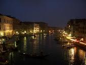 Yo no quiero París con aguacero ni Venecia sin ti.