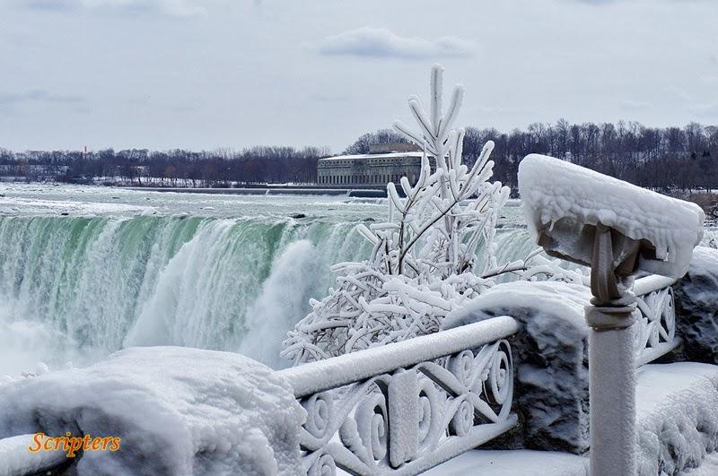 Subhanallah!!  Niagara Falls Membeku