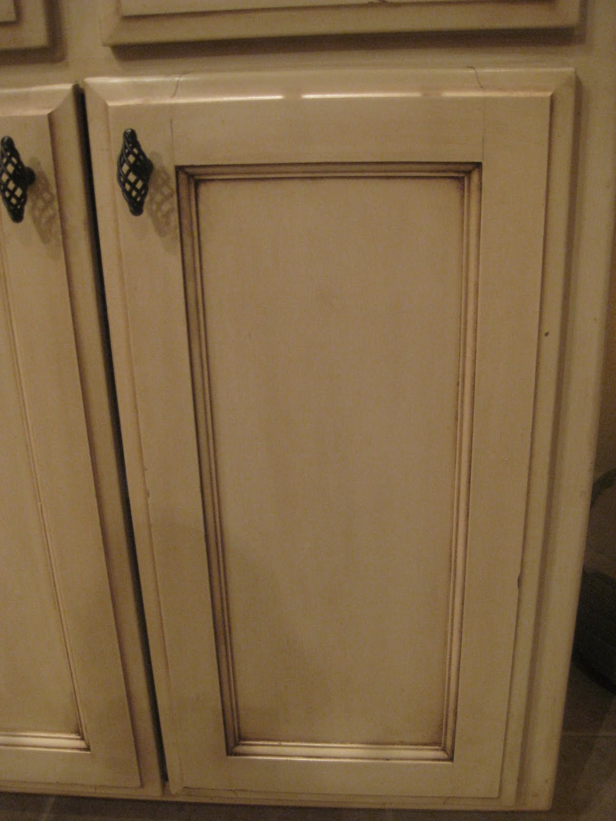 kristen's creations: ~~glazing painted kitchen cabinets~~