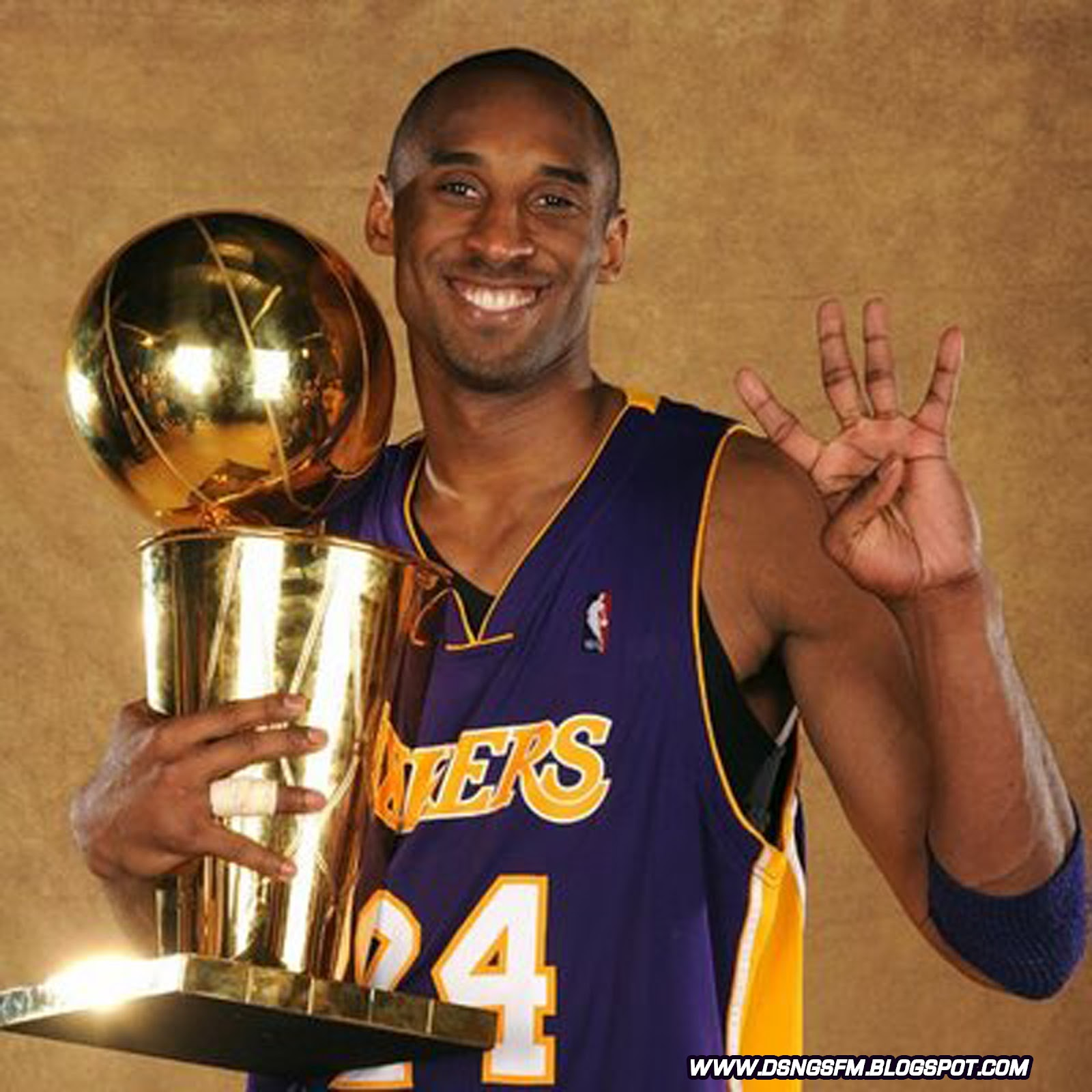 http://4.bp.blogspot.com/-i6llP30g_Oc/T_kgUWc14HI/AAAAAAAAGUA/Yr4P7LGcJrU/s1600/kobe%20bryant%204%205%20time%20nba%20champion%20championship%20trophy%202012%20olympic%20games%20dream%20team%20gold%20medal%2024%20la%20lakers%20wallpaper%20poster.jpg