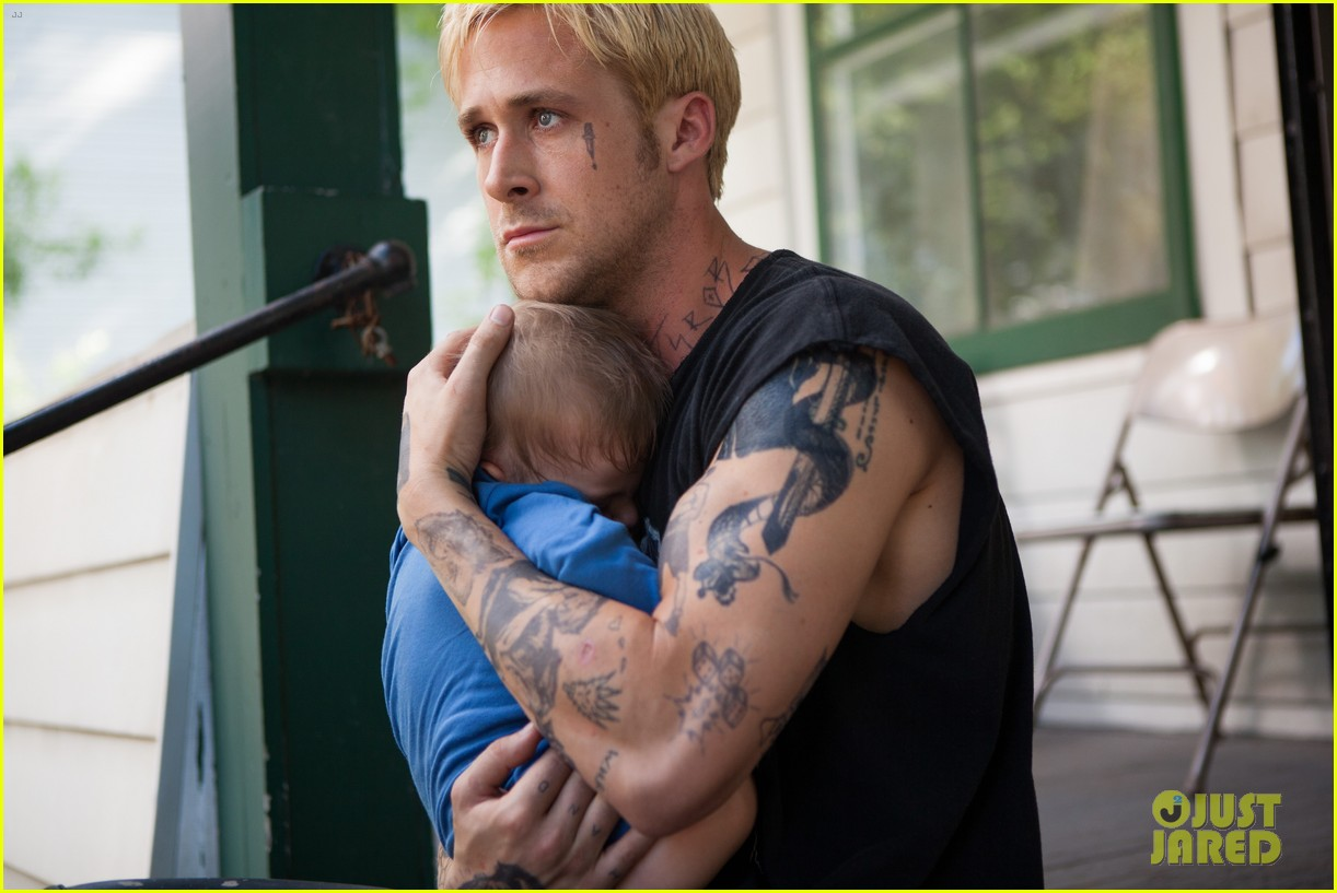 http://4.bp.blogspot.com/-i76V7LH08t8/UWjbBkTe0WI/AAAAAAABVNE/vOGnIUI2RYY/s1600/ryan-gosling-shirtless-in-place-beyond-the-pines-exclusive-still-04.JPG