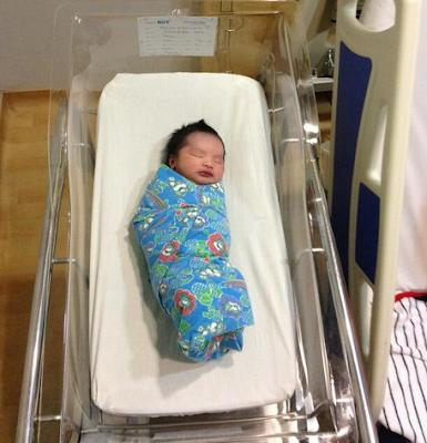 Gambar anak Ayu Raudah dan Zaquan Adha, Ayu Raudah lahirkan anak lelaki.