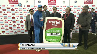 MS-Dhoni-Man-of-the-Match-INDIA-v-PAKISTAN-3rd-ODI