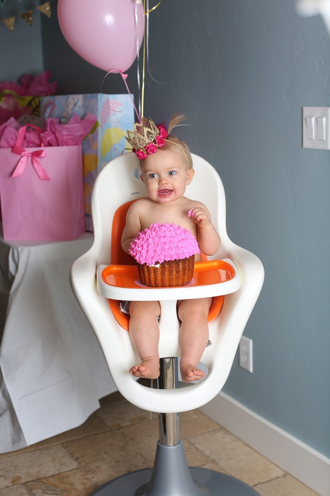 Boon flair high chair pink - Sitting In Her New Boon Flair High Chair