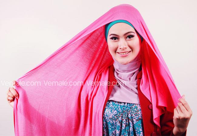 Langkah 1: Gunakan dalaman jilbab favorit Anda. Kemudian pakai ...